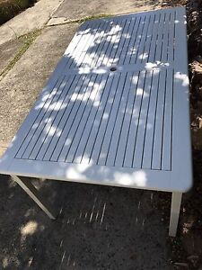 Hamptons weekend outdoor patio table. North Willoughby Willoughby Area Preview