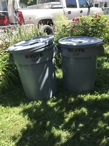2 Large Brute Garbage Cans