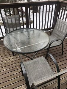 table outdoor with 3 chairs.