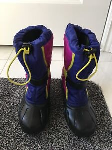 Girls winter boots - size 4