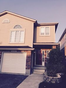 Gorgeous Home in Desirable Laurelwood Area for Rent