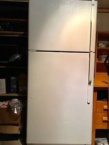 Refrigerator  GE 18.0cu ft top-freezer