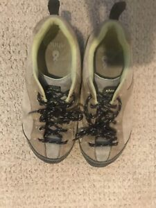 Ahnu Approach Shoes - size 6