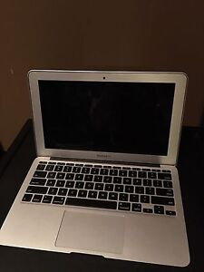 MacBook Air (AVAILABLE)