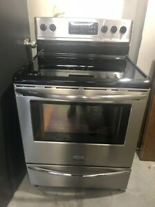 Frigidaire gallery fridge and stove like new (2,200$ new)