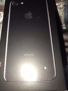 Brand new - Unlocked iPhone 7 -colour black matte