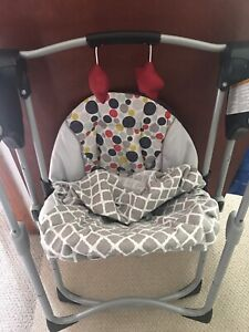 Like new Graco slim spaces compact baby swing