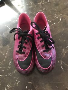 Soccer cleats girls size 2