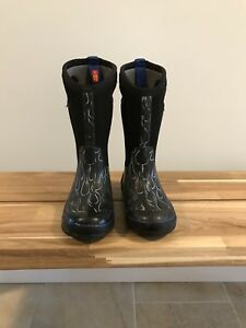 Used Bogs size 11 boys boots