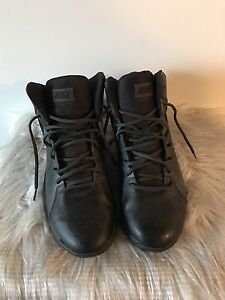 NIKE men's size 11 basketball shoes (only wore once)