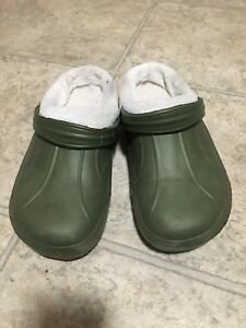 Insulated rubber slippers