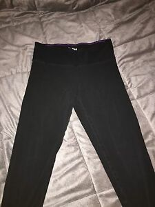 TNA Leggings. SIZE SMALL