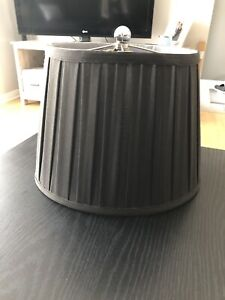 Black oval shaped lampshade / abat-jour noir oval