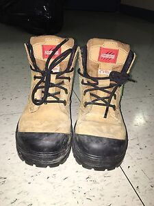 WOMENS WORK BOOTS** like new