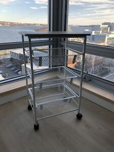 Kitchen/Bath utility cart in good conditions