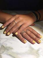 Technicienne en pose d'ongles