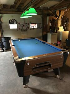 Like new coin operated pool table