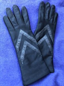 Isotoner Female Black Stretch Gloves - Never worn