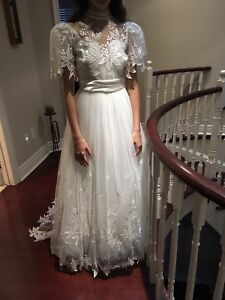 Italian made Bridal Gown Size 7/8 By Pastore