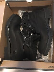 Men's Size 8.5 Black Timberlands