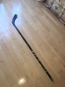 CCM TACKS RIGHT-HAND SR HOCKEY STICK P40 HOSSA CURVE 85 FLEX
