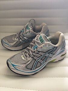 ASICS Gel  IGS Women's 6 Like New! Paid $129 selling for $40