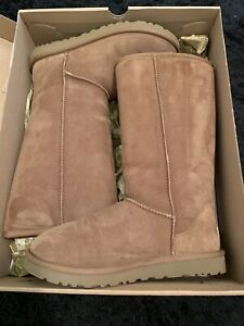 UGG classic tall, chestnut size 8 / never been worn