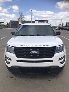 2017 Like New Ford Explorer Sport - winter tires incl.