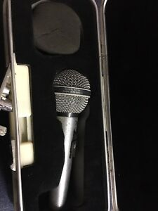 Peavy mic and hard case