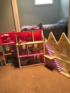 Dollhouse with family and furniture