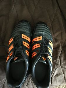 Adidas size 7 soccer shoes