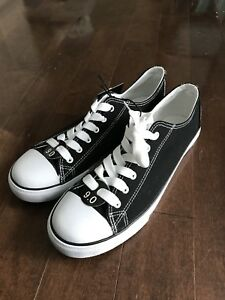 Womens shoes size 9 similar to chuck taylor