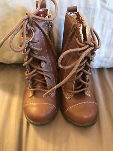 EEUC SIZE 6 TODDLER BOOTS