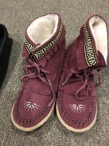 Laurentian Chief moccasin boots