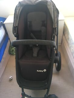 For sale Safety 1st stroller with accessories excellent condition