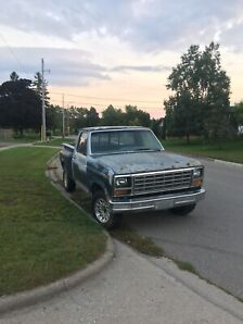 1981 Ford F100 Stepside with 89 Mustang 302 and 92 AOD Project