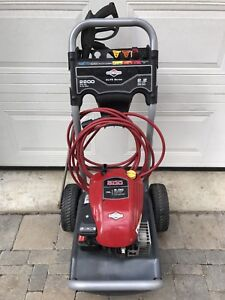 Briggs and Stratton 2200 Pressure Washer with Hose and 4 Nozzles