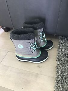 Girls 3 Sorel Winter Boots - excellent condition