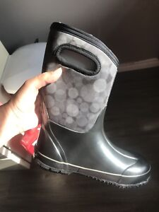 Brand new BOGS size 4 youth -30F