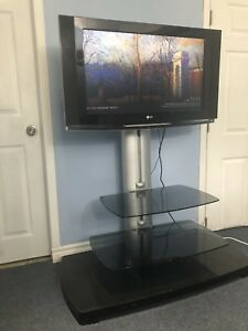Mint 32 Inch Lg tv with stand and original Remote