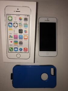 32gb iPhone 5 in excellent condition!