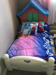 Toddler little tikes bed.