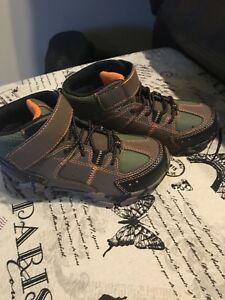 Hiker boots size 10 for kids