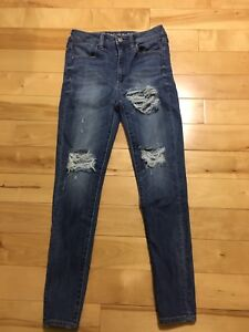 Women's American Eagle Ripped Jeans