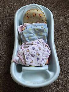 Baby bathtub with 9 bath towels