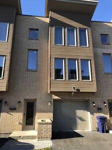 Maison à louer Chomedy Laval Disponible H7T1L6 tout de suite.