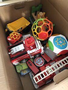 Boîte de jouets à vendre pas cher!!