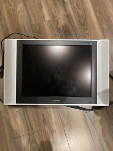 Télé avec support murale
