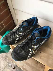 Asics football boots size 10 Yarraville Maribyrnong Area Preview