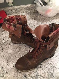 Women's size 9 soft moc boots
